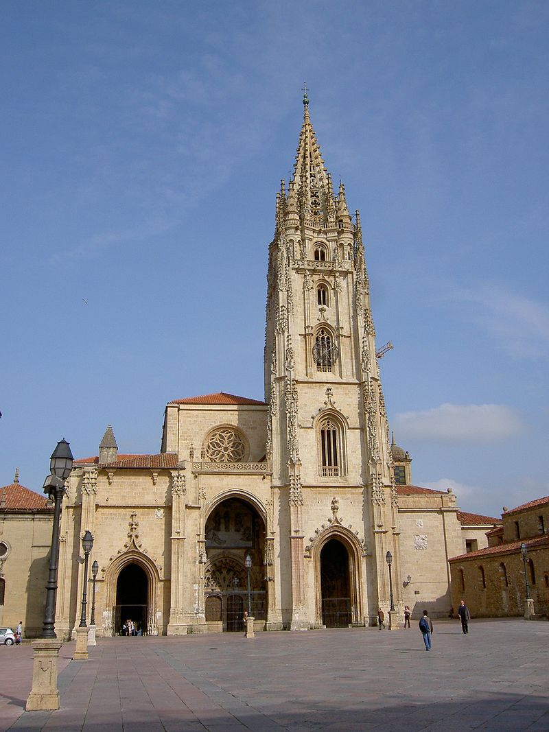 800px Oviedo Catedral